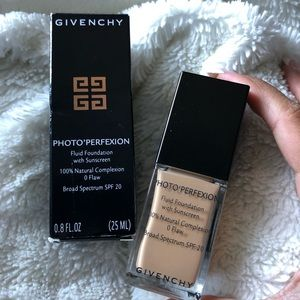 New/Unused Givenchy Photo'Perfexion foundation!!!